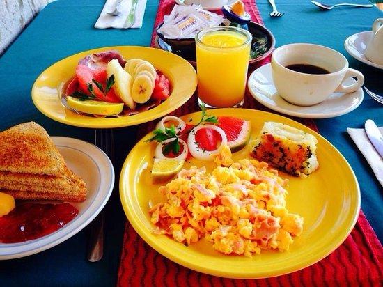 La Cazuela M & J: Lecker Frühstück