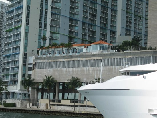 InterContinental Miami: View to the hotel from the boat trip