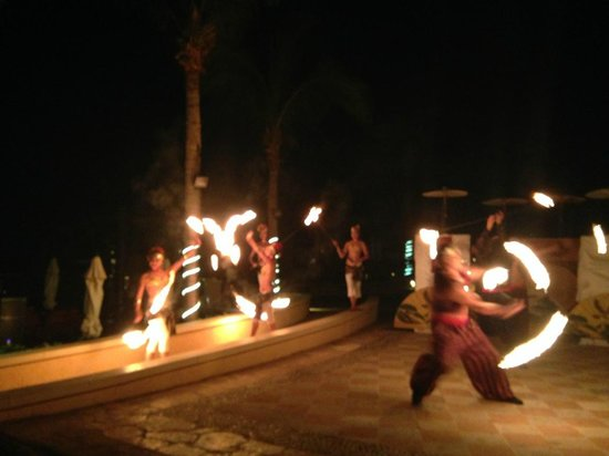 The Ridge at Playa Grande: dinner shows almost every night