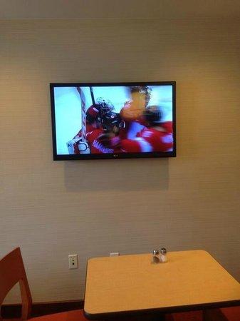 Fairfield Inn Binghamton : Watching Canada win gold while eating breakfast