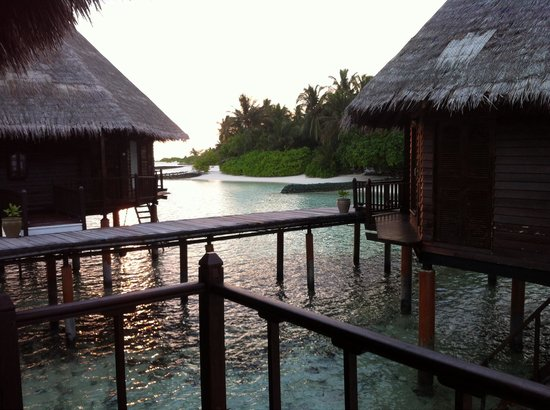 Velidhu Island Resort: Vue de notre pilotis
