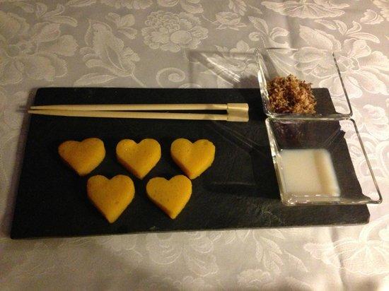 Restaurant Renomme : Surprise for dessert - sweet mango sushi