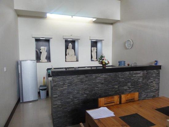 Villa Besar: 4B Villa - Meals & Kitchen