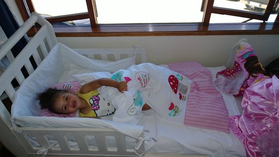 Mermaid Guest House : Hayden's princess bed