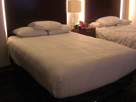 Hyatt Regency Vancouver: 客室のベッド