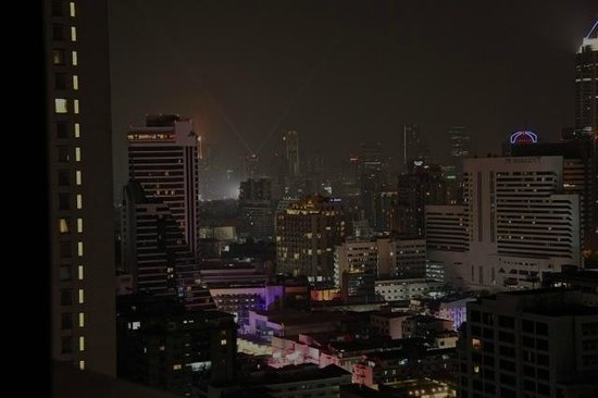 Fraser Suites Sukhumvit: Night view of happening ( party central) Sukhumvit Area