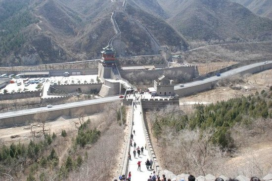 Juyong Pass of Great Wall: 居庸關長城 (公路在長城下穿過)