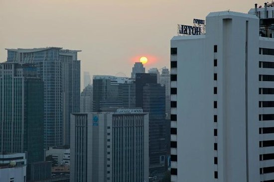 Fraser Suites Sukhumvit: Sunset view from balcony