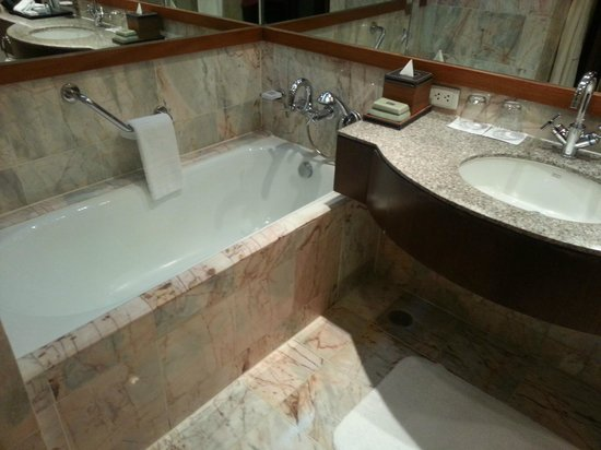 JW Marriott Hotel Bangkok: Bathroom