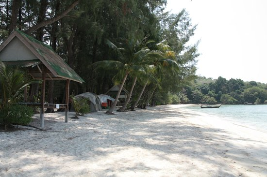 The Naka Camp Hostel: nice beach