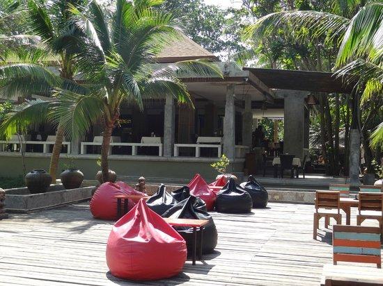 Lanta Sand Resort and Spa: Bar