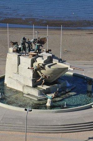 Diego de Almagro Punta Arenas: sculture de 2004 en bas de l'hotel