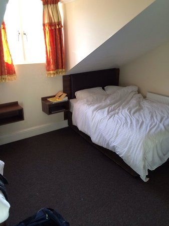 The Kingston Hotel : Comfy Beds (sorry, I didn't make it for the photo)