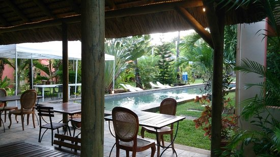 Marlin Creek: La piscine vue du bar restaurant