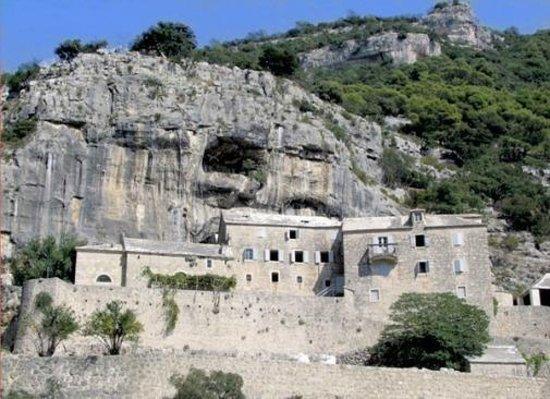 Bol, Croacia: monastery view