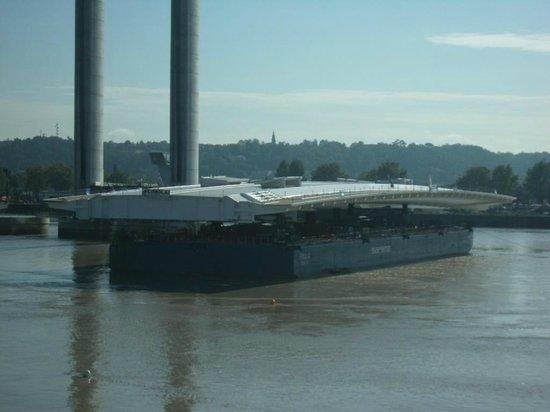 Le Pont Jacques Chaban Delmas: Arrivée du tablier en provenance de Venise 22/10/2012