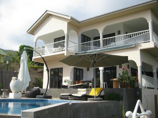 Le Duc de Praslin: Blick vom Pool auf die Hillside Villa