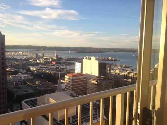 Barclay Suites Auckland : Early afternoon view