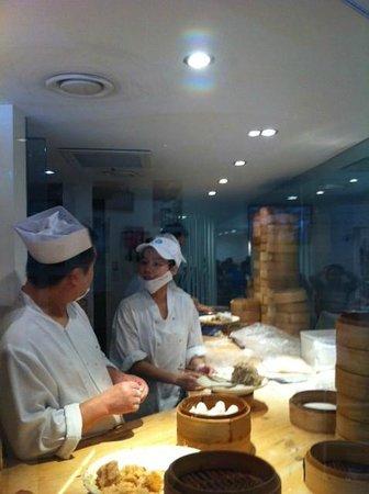 Dumplings' Legend: Making dim sum
