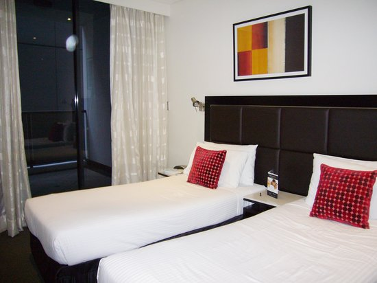 Meriton Serviced Apartments Pitt Street: Floor 42 bedroom