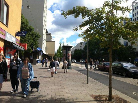 Hotell och Vandrarhem Zinkensdamm: la via con la fermata della metro Hornstull vicina al parco