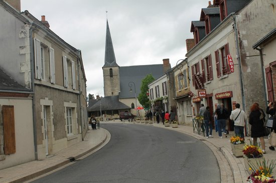 Château de Cheverny : TThe road leading through the village to the castle