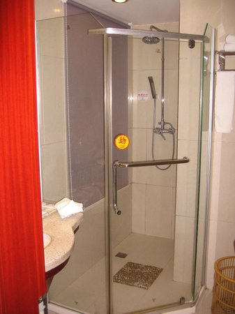 Luoyuan County, จีน: Quite big - shower room hot water quite quick