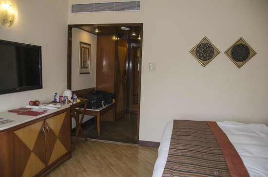 The Lalit Ashok : Room