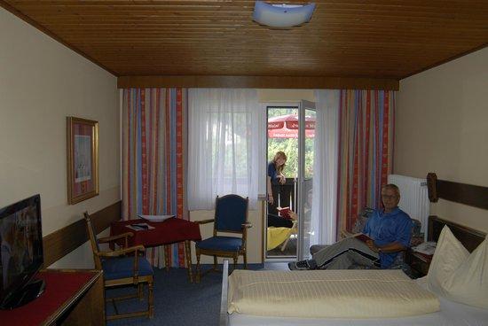 Hotel Gasthof Taferne: Zimmerbeispiel mit Balkon