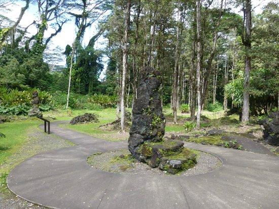 Lava Tree State Park: path