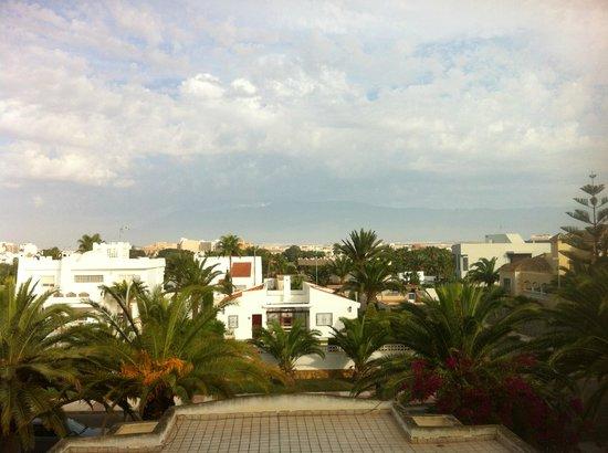 Apartamentos Moguima: Вид из отеля на дорогу