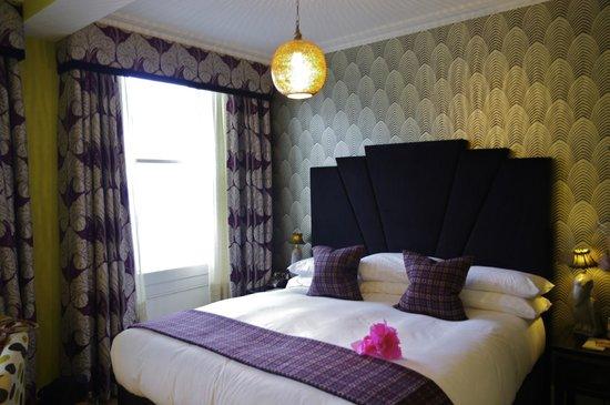 The Angel Hotel: Lovely HUGE bed