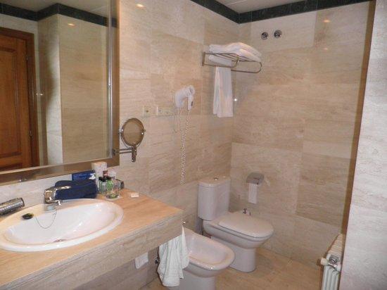 H10 Montcada Boutique Hotel: bathroom