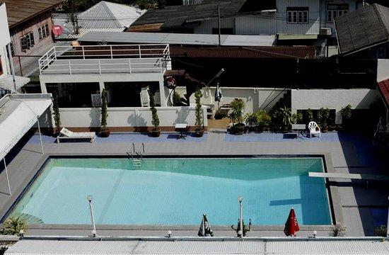 Sripatana Hotel: Pool