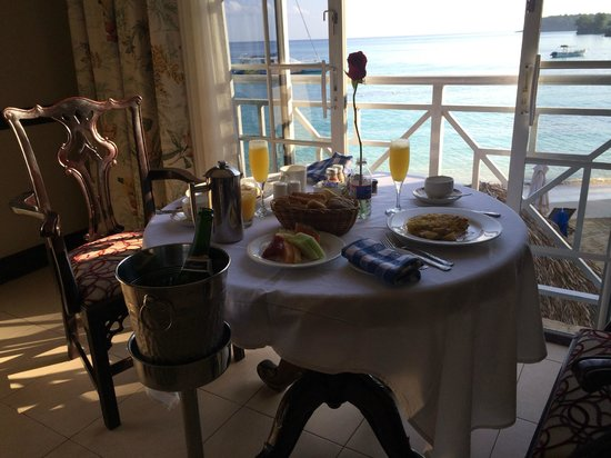 Sandals Royal Plantation : delicious anniversary breakfast in our room