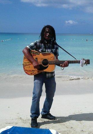 Negril Palms Hotel: Местный музыкант! Как он поёт!!!
