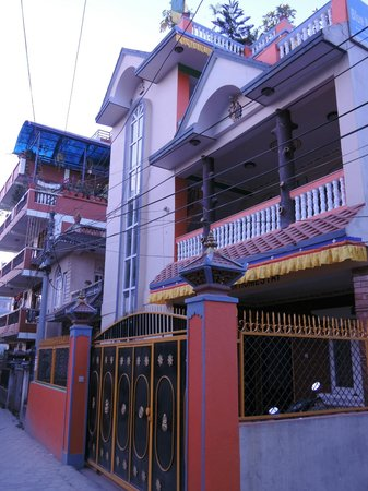 Blue Mountain Homestay: From the alleyway