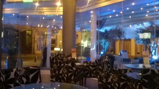 Livadhiotis City Hotel: blu bar café