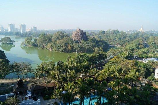Chatrium Hotel Royal Lake Yangon: Королевское озеро