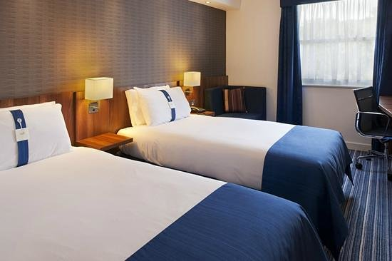 Holiday Inn Express Glenrothes: Twin bedroom