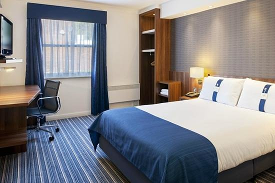 Holiday Inn Express Glenrothes: Wheelchair access bedroom