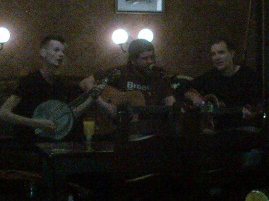 Dunnes Irish Bar Barcelona : Authentic Irish band