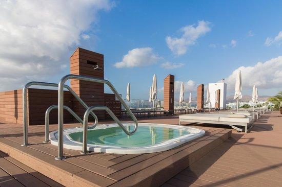 Apartamentos Fariones: Jacuzzi