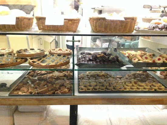 Eating Italy Food Tours: Cookie Factory