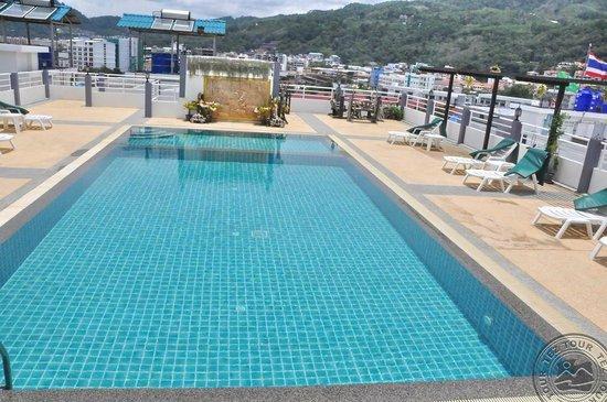 M Narina Hotel : Бассейн