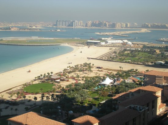 Mövenpick Hotel Jumeirah Beach: view to the left to the palm