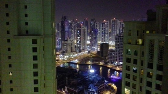 Mövenpick Hotel Jumeirah Beach: view to part of the marina at niight