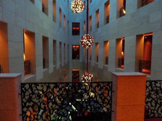 Buddha-Bar Hotel Budapest Klotild Palace: Corridoi interni dell'hotel