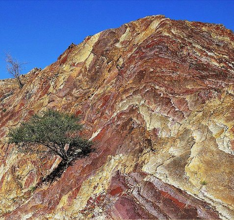Hatta Rock Pools: Colourful Mountains at the Hatta Pools