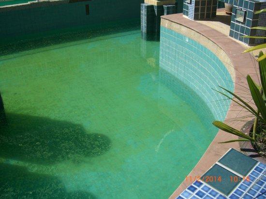 Aonang Ayodhaya Beach Resort: Bassenget - forferdelig